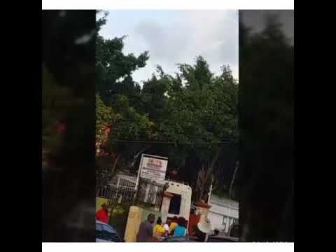 Beyonce and jay Z causes road block in Jamaica thumbnail