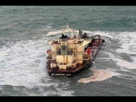 The boats than going under or Lost on the bering sea - YouTube