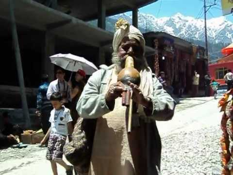 Sapera tune that i recorded outside the Vashisht Temple