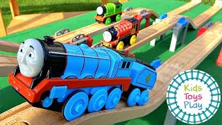 Thomas and Friends Motorized Wooden Railway Mystery Wheel Races