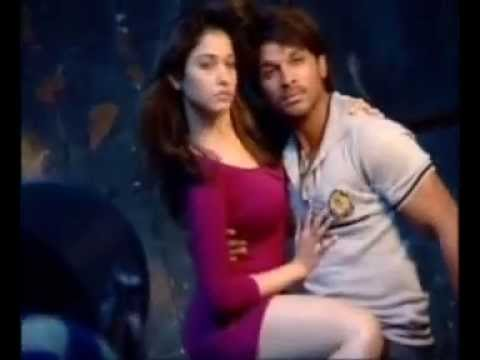 Hot Chemistry Between Allu Arjun And Tamanna - Romantic Poses For South Scope video