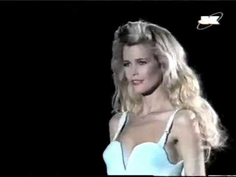 Claudia Schiffer At Gianni Versace Spring Summer 1995.avi