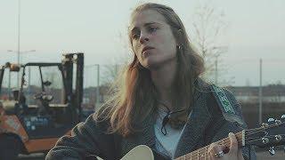 """Marika Hackman - 「le bruit des graviers」にて""""Apple Tree""""など2曲をライブセッションで披露 映像を公開 thm Music info Clip"""