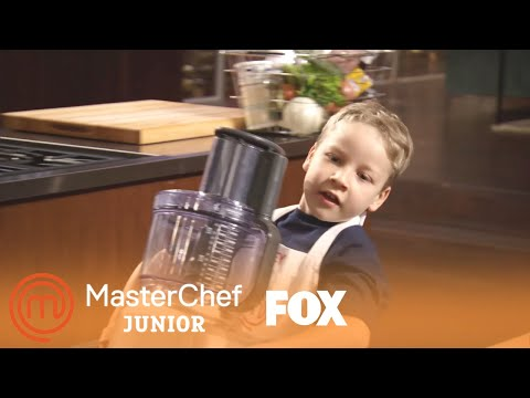 Extended Scene: The Small Chefs Can't Lift The Heavy Equipment | Season 3 Ep. 2 | MASTERCHEF JUNIOR
