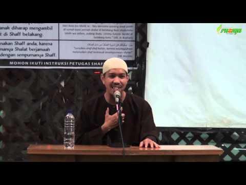 Ust. Muhammad Rofi'i - Laki Laki Yang Memakai Perhiasan Emas
