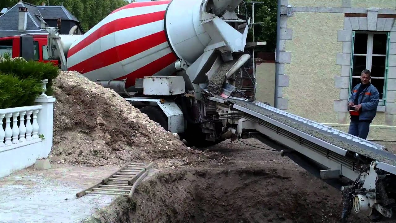 Construction dalle de b ton coulage du b ton fibr youtube - Coulage de dalle beton ...