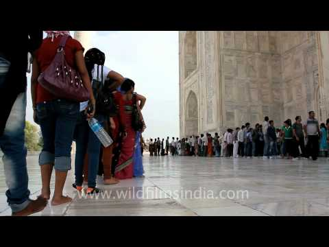 Taj Mahal visitors brave the heat to get a closer look!