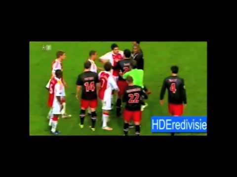 Luis Suarez bijt Otman Bakkal bij Ajax-PSV
