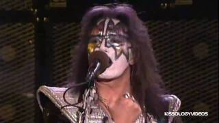 Клип KISS - New York Groove (live)