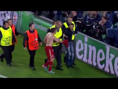 Franck Ribéry regala su camiseta a un aficionado en el Camp Nou   01 de mayo de 2013