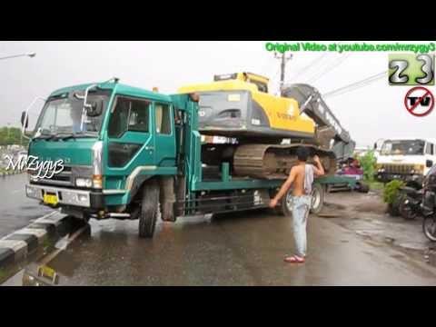 Mitsubishi Fuso Transporting Excavator Volvo EC210B