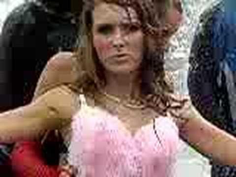 streetparade05 in züroich-axe shower
