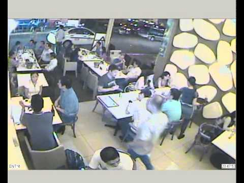 CCTV Caught stealing laptop from bag @ Oyster Boy Metro Walk (Camera 4)