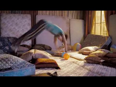 Emma Roberts - Hotel Para Perros