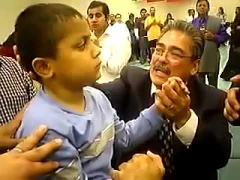 Milagro sorprendente ante las cámaras niño es sanado