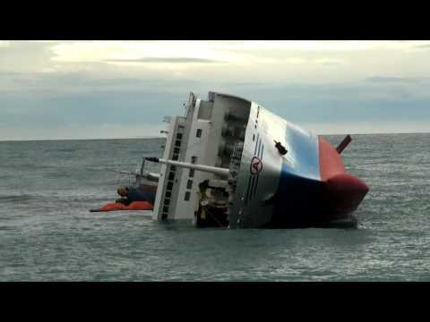 09/11/14フェリーありあけ座礁横転事故