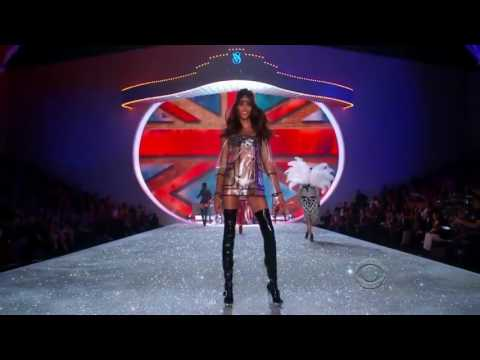 Cindy Bruna Victoria's Secret Runway Walk 2013 - 2016