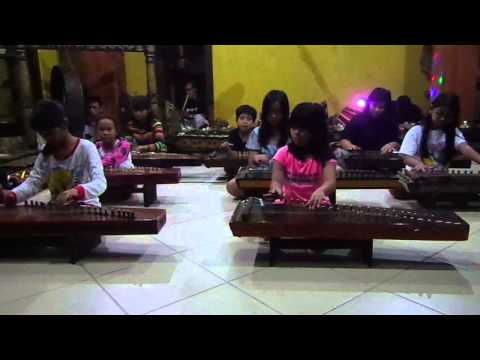 Children Play Kacapi - Sabilulungan Song video