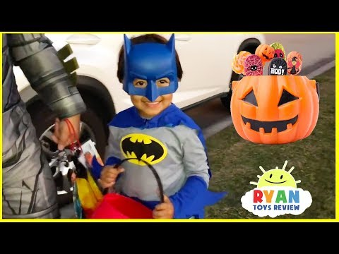 Halloween Trick or Treat Candy Haul and Surprise Toys!!!!