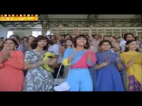 Cricket scene in All Rounder (1984) - Kumar Gaurav & Rati Angihotri