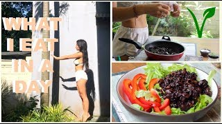 WHAT I EAT IN A DAY | Sick In Bali + Ab Workout