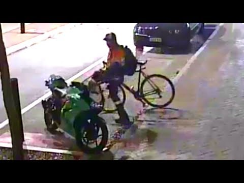 BICYCLE vs MOTORCYCLE : biker cyclist kicks rider motorcycle!