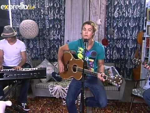 Bobby van Jaarsveld Performs