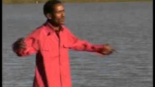 ETHIOPIA / OROMGNA MUSIC BY HACHALU HUNDESSAHA, TRADITIONAL MUSIC.flv