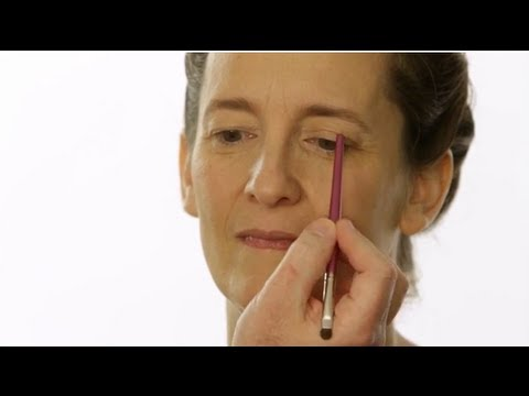 Eye Makeup Tutorial: Uneven Eyelids with Robert Jones