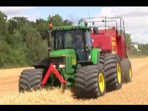 John Deere 7800 Baling With New Holland BB980