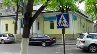 Debandadă în stradă lîngă sediul PL