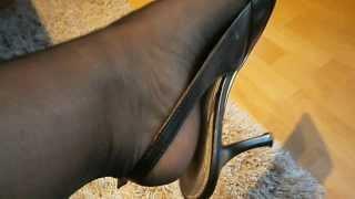 nylons in slingpumps