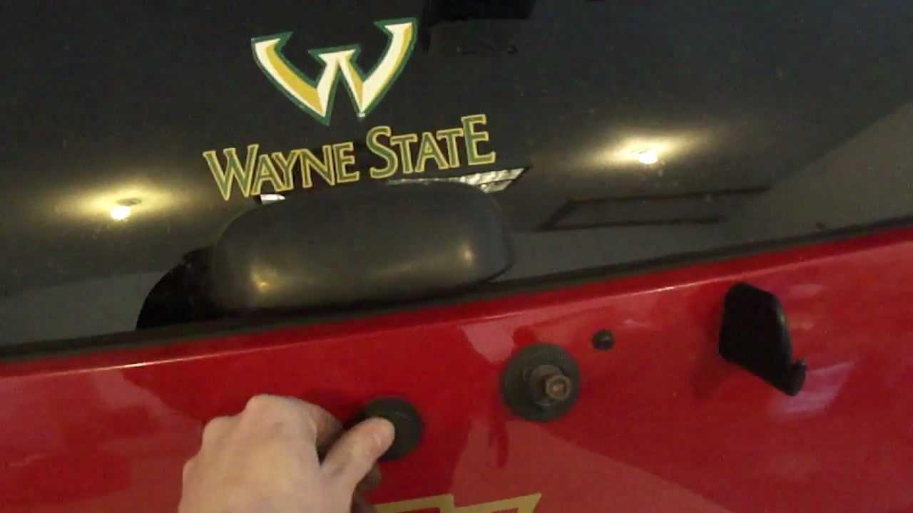 2001 Chevy Blazer Lift Gate Repair Part 3