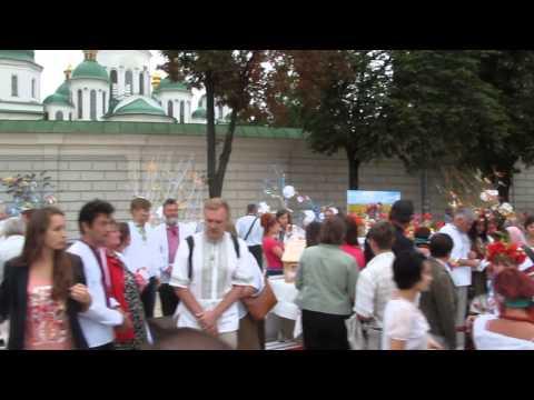 Независимости Украины: Парад Вышиванок  Около Софийского Собора  в  Киеве 24.08.2014