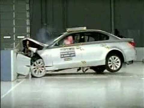 Crash Test of  2004 - 2008  BMW 545 i  IIHS (Frontal Impact)