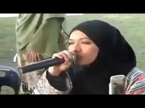 Tilawat E Quran Pak in a very sweet voice   saudi arabia women