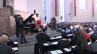 Party für Flüchtlinge in Frankfurter Paulskirche