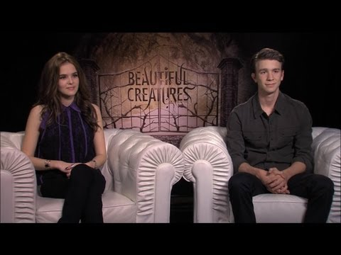 Zoey Deutch &amp; Thomas Mann - Beautiful Creatures Interview HD
