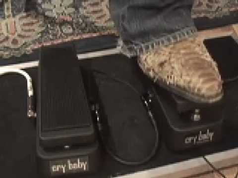 Dunlop Crybaby Standard vs Cry Baby Classic guitar effects pedal shootout demo