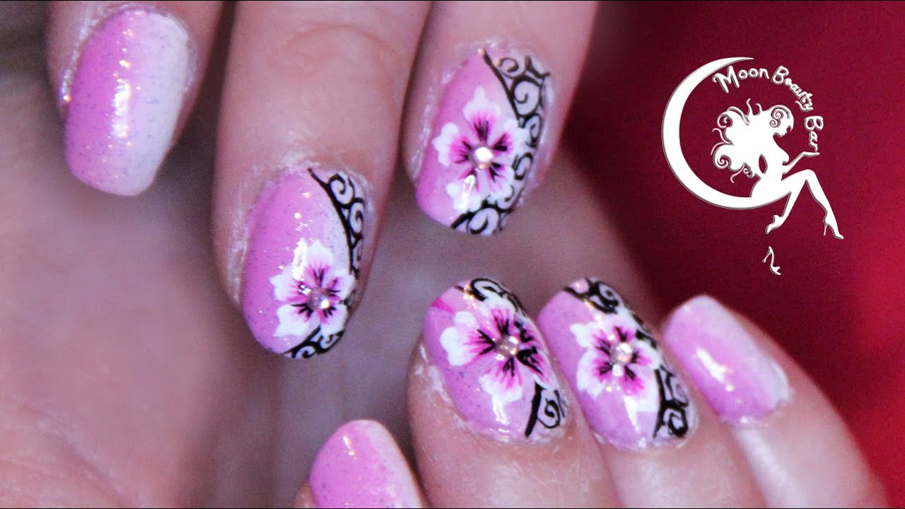 Flowery Arabesque Nail Art