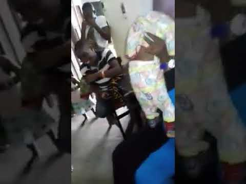 هذا طفل أفريقي يرقص لاحظوا ماذا سيفعل thumbnail