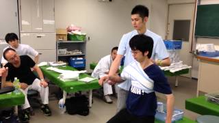 外科頚骨折 固定2 How to a fixation using bandage and a splint for the surgical neck fracture.