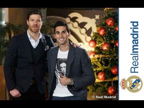 Xabi Alonso & Álvaro Arbeloa wish you a Merry Christmas & Happy Holidays