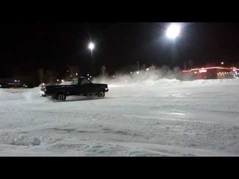 1981 lifted 4x4 chevy k10 playing in snow