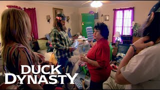 Duck Dynasty: Miss Kay, the Hoarder (Season 7, Episode 6) | A&E