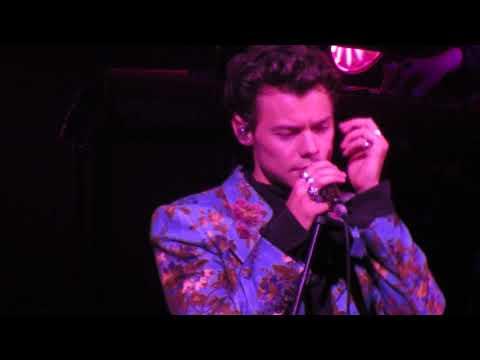 download lagu Woman Live Harry Styles gratis