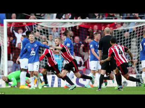Sunderland 1-1 Everton: Baines penalty cancels out Larsson free kick.