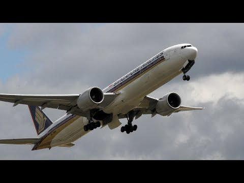 Singapore Airlines 777-300ER 9V-SWV SQ319 London Heathrow Take off