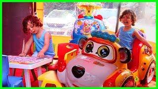 Çocuklar İçin Oyun Alanına Girdik, Oyuncakları İnceledik | Eğlenceli Çocuk Videosu | Prens Yankı