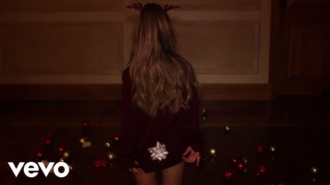 Ariana Grande Santa Tell Me Youtube